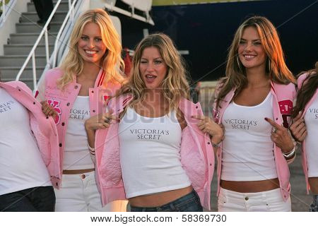 Karolina Kurkova, Gisele Bundchen and Alessandra Ambrosio at the arrival of the Victoria's Secret Models via Private Jet to Burbank's Bob Hope Airport, Burbank, CA 11-14-06 Photo by