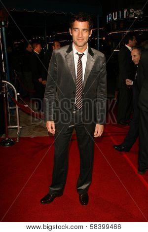 LOS ANGELES - NOVEMBER 16: Clive Owen at the Los Angeles Premiere of