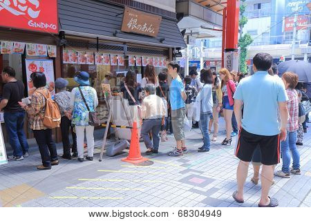 Popular Taiyaki shop queue Nagoya Japan