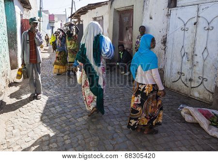 Harar, Ethiopia - December 23, 2013: Unidentified People Of Ancient Walled City Of Jugol In Their Da