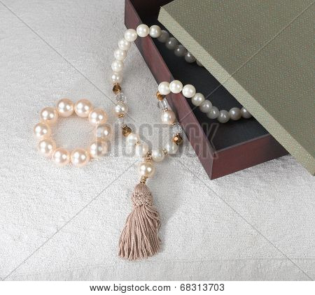 pearl bracelet and necklace set with box