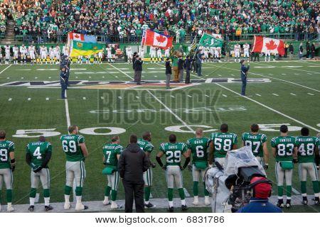 Jogo da liga de futebol canadense - Roughriders Vs Eskimoes