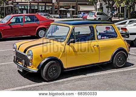 Vintage Car Mini Cooper 1300