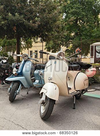 Vintage Scooters Vespa And  Lambretta