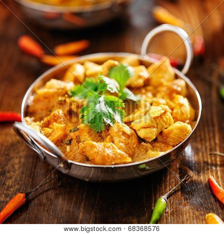 indian chicken curry in balti dish