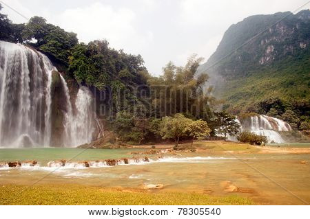 Ban Gioc Falls or Detian Falls are 2 waterfalls.