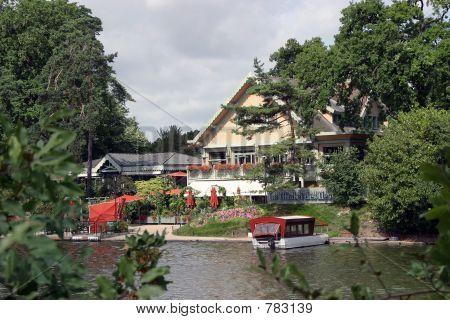 house in bois de bologne