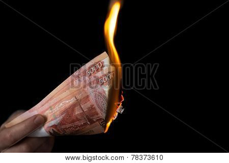 Person Burns Rubles Horisontal