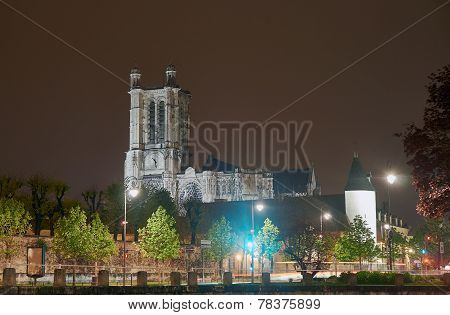 Cathedral  in Troyes at night