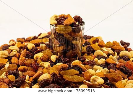 mixture of dried fruits