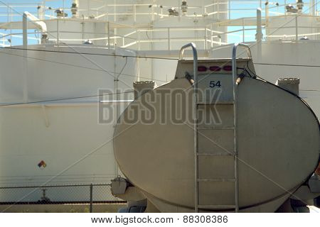 Oil container and refinery