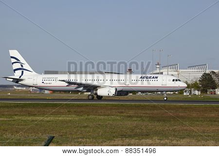 Frankfurt Airport - Aegean Air Takes Off