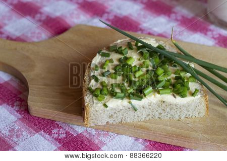Bread with butter and chives