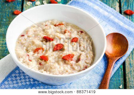 Oatmeal With Berries Goji
