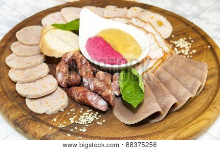 a plate of sausages and bacon sauce