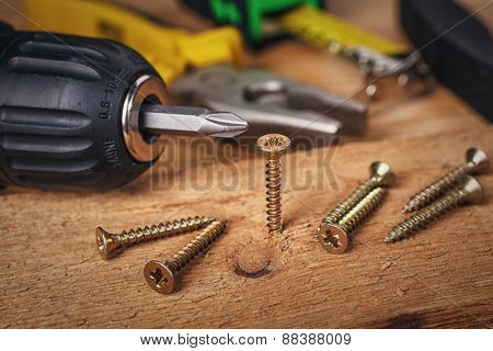 Wood screws and carpentry tools
