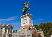 pic of royal palace  - Statue of King at park in front of Royal Palace  - JPG