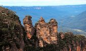 picture of three sisters  - The magnificent three sisters rock formation in the Blue mountains in New south wales - JPG