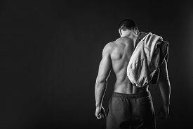 pic of abdominal  - Bodybuilder showing his press - JPG