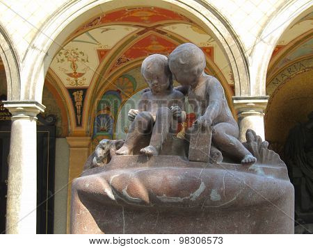 Statue of twins