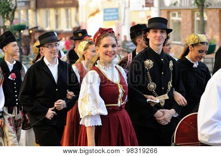 Orel, Russia, August 4, 2015: Orlovskaya Mozaika Folk Festival, Men And Woman In Traditional Serbian