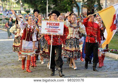 Orel, Russia, August 4, 2015: Orlovskaya Mozaika Folk Festival, Men And Women In Traditional Cossack