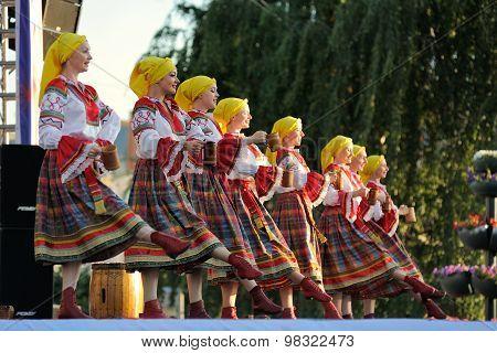 Orel, Russia, August 4, 2015: Orlovskaya Mozaika Folk Festival, Girls And Women In Traditional Russi
