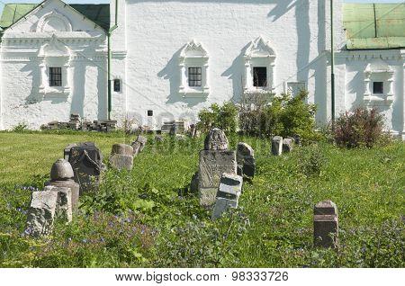 Church Of All Saints, Cemetary