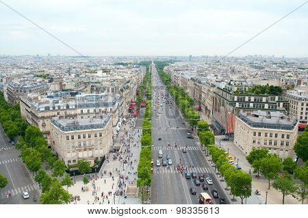 View Of The Champs Elysees To The Arc De Triomphe .