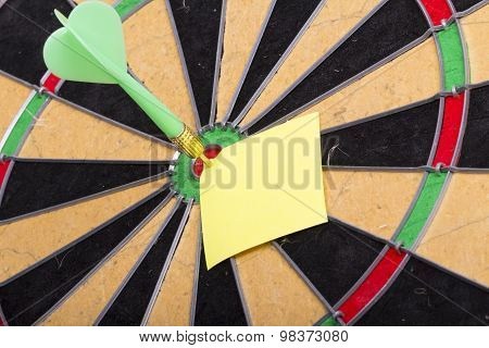 dart hit the centre of target