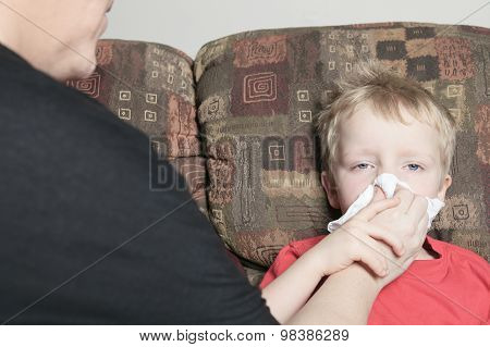 Single mother with son who suffers from a cold