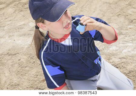 A baseball player having a asthma crisis