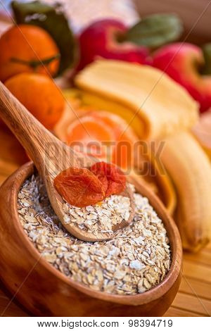 Oat flakes with  dried apricots
