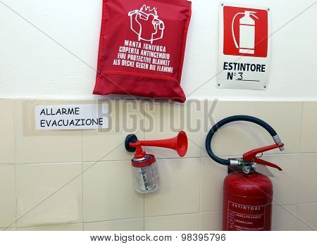 Signaling Devices For Emergency Management