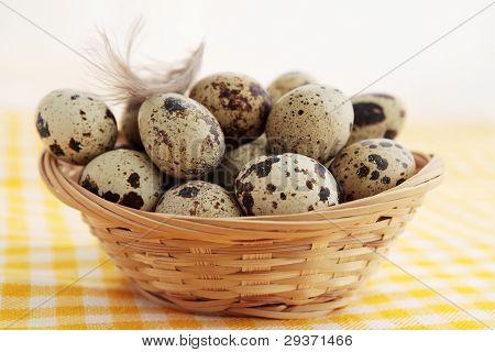 Smal huevos en la cesta