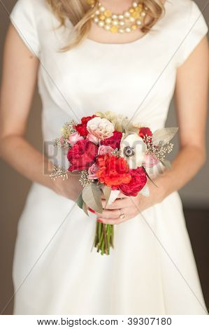 Modern and classic red and white bridal bouquet