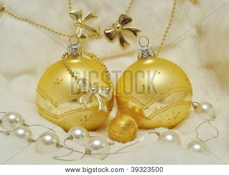 Christmas Decoration - Golden Balls On White Fur, Bows, Pearls
