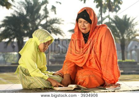 Mother And Chold, Islam