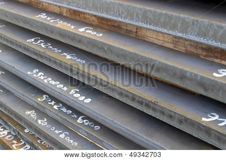 heavy plates made of steel