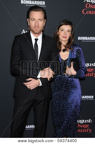 LOS ANGELES - DEC 16:  Ewan McGregor & Eve Mavrakis arrives to the