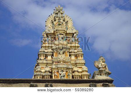 Beautiful sculptures at the gopuramofVeeraraghavar temple in Tiruvallur