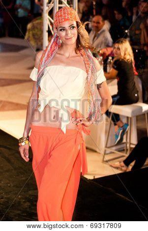 Fashion Show For Nancy Naguib Model 01