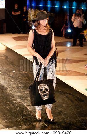Fashion Show For Nancy Naguib Model 06