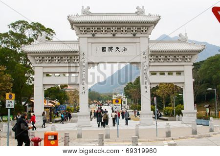 Gateway of the Po Lin Buddhist monastery