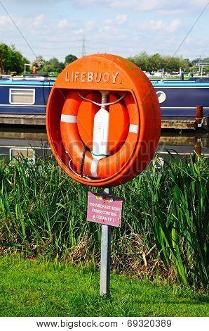 Lifebuoy in marina, Barton-under-Needwood.