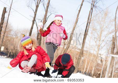 Children in Winter Park playing snowballs