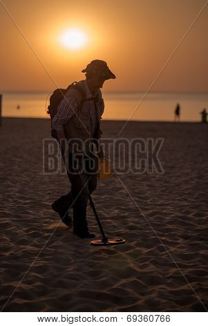 Jurmala, Latvia-july 30, 2014: Man Using A Metal Detector On The Beach