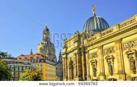 Church Frauenkirche Couple In Dresden Germany