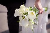 picture of calla  - Bride hold her calla wedding bouquet outdoors - JPG