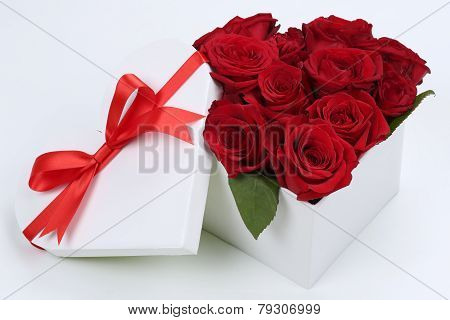 Gift Box With Roses For Birthday Gifts, Valentine's Or Mother's Day